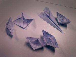 Das Team hat sich kleine Briefe geschrieben und diese zu verschiedenen Formen gefaltet.